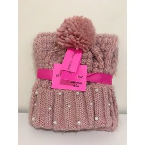 Betsey Johnson pearl hat and scarf set